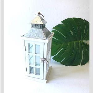 White lantern table topper